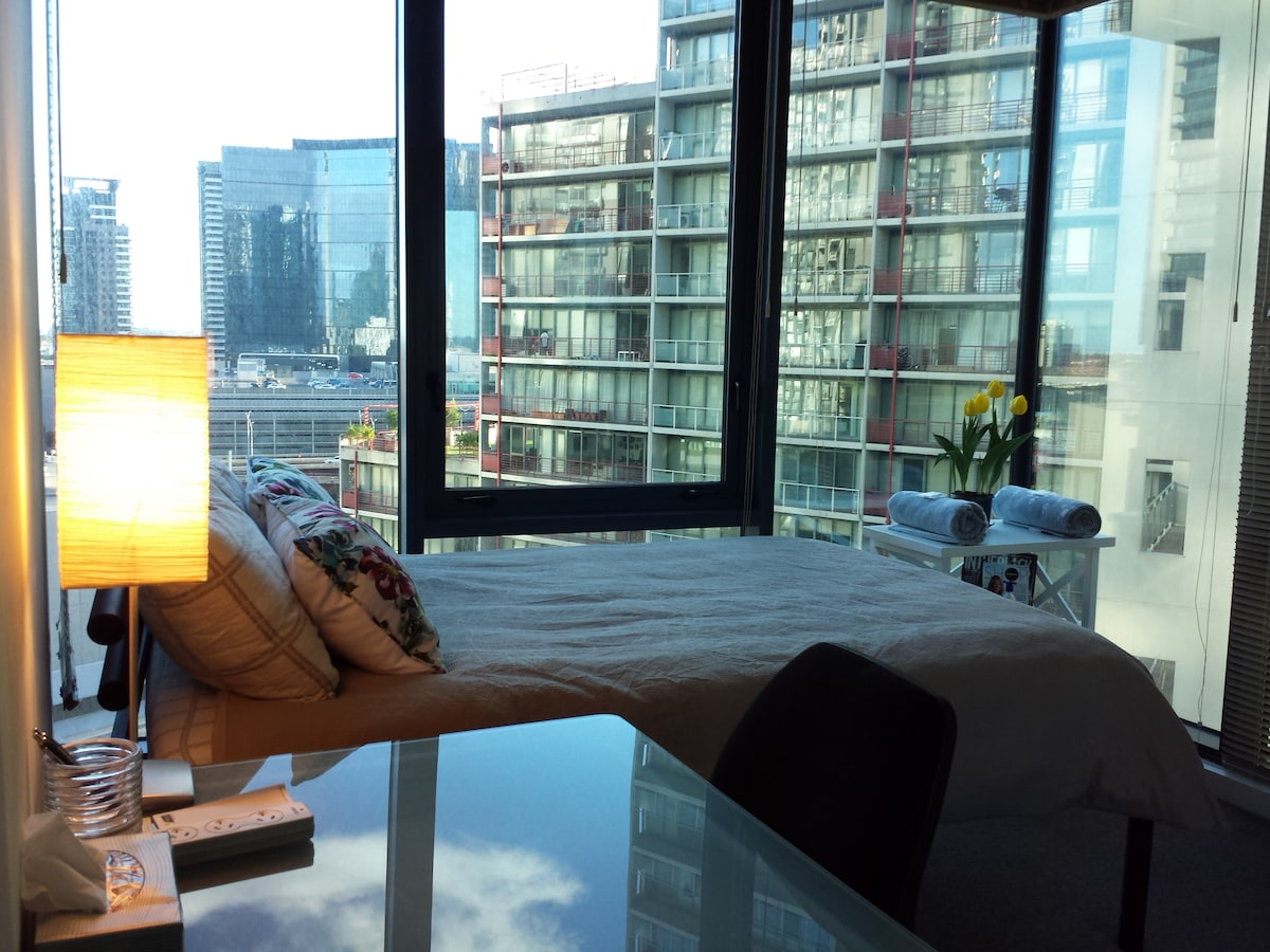 Apartment with view, pool and gym!