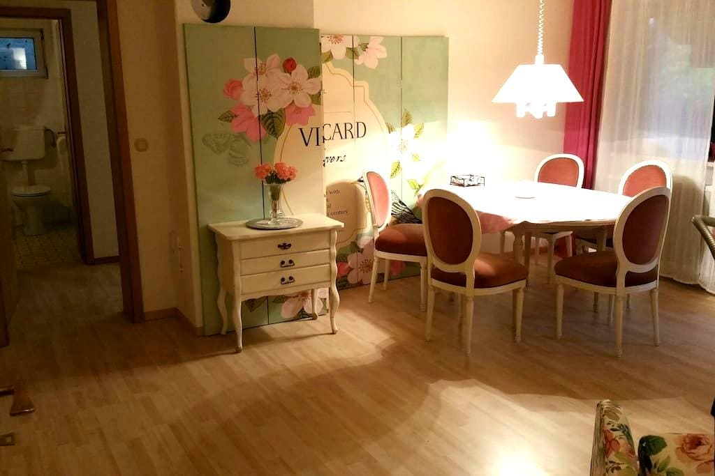 Privatzimmer DZ  (bis 4 Personen) - Kitzingen - Huis