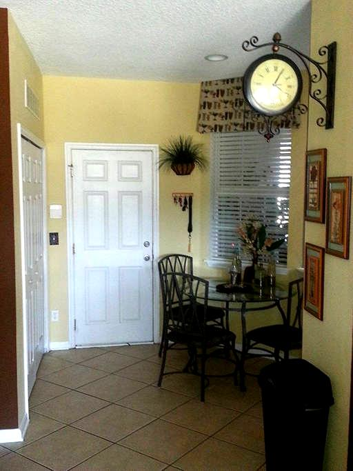 Beautiful Area Town Home - Orange Park