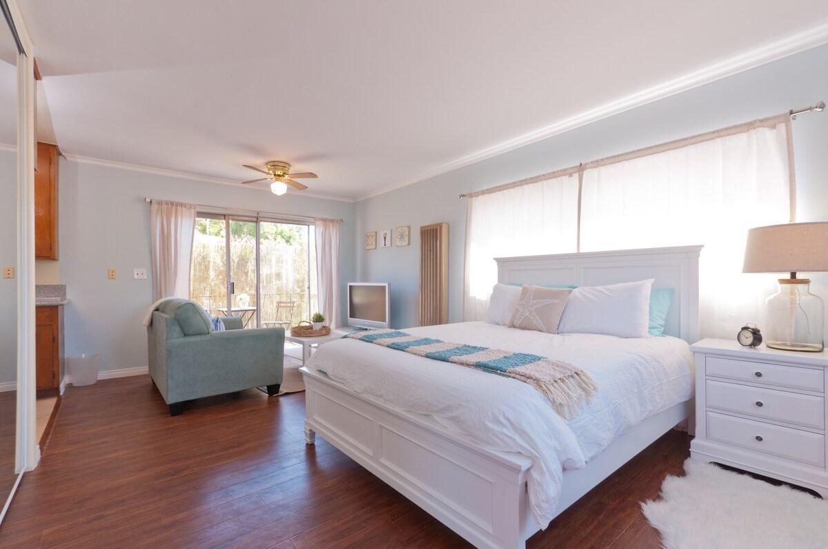 Private Sunny Beach Retreat Studio