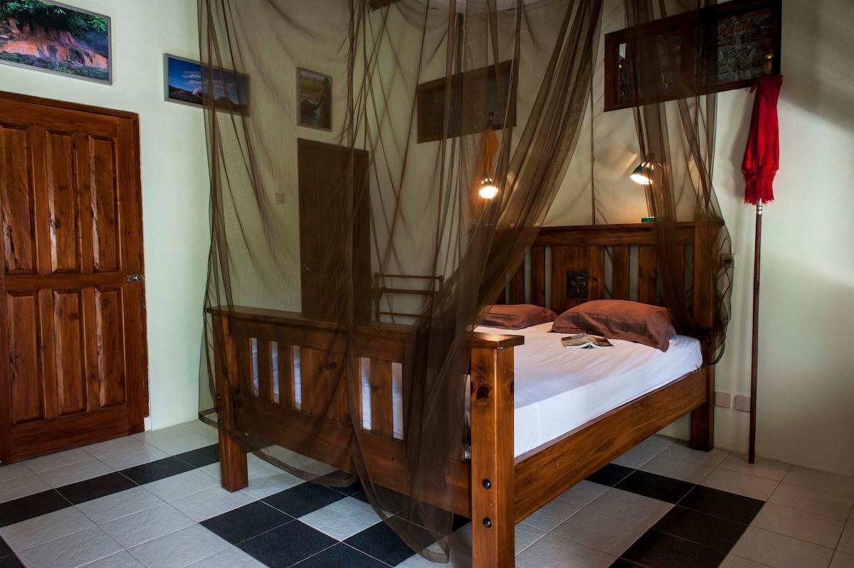 Bed&Bike close to Keraton-room Yang