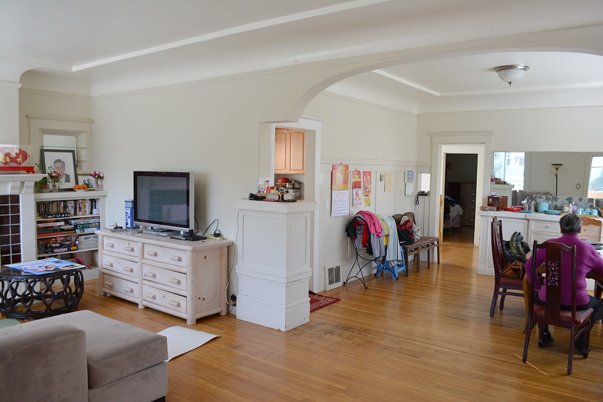 Bright, spacious upstairs living room & dining room