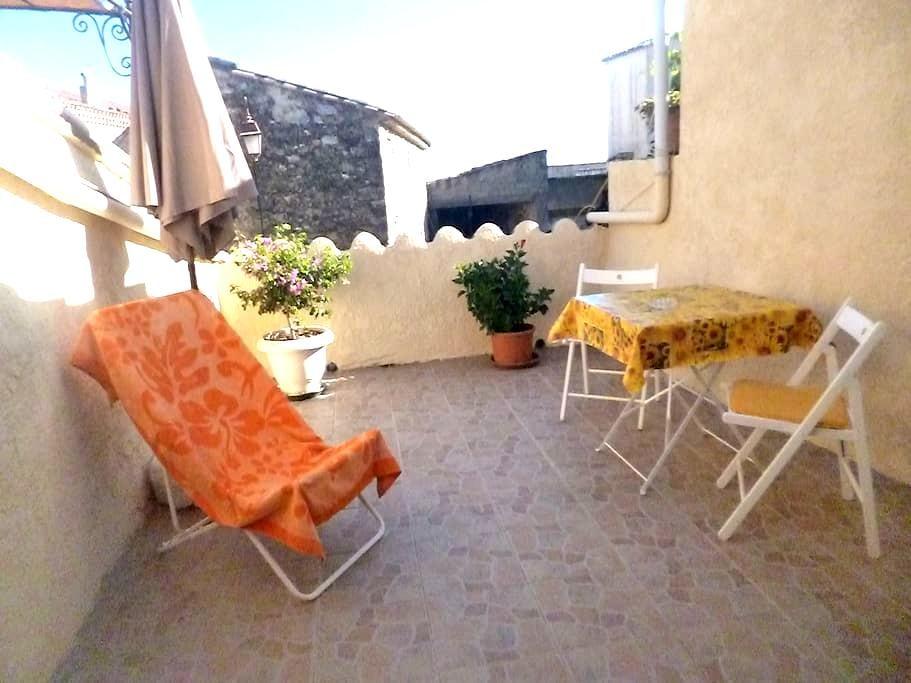 appartement dans petit village - La Bastide-d'Engras - House