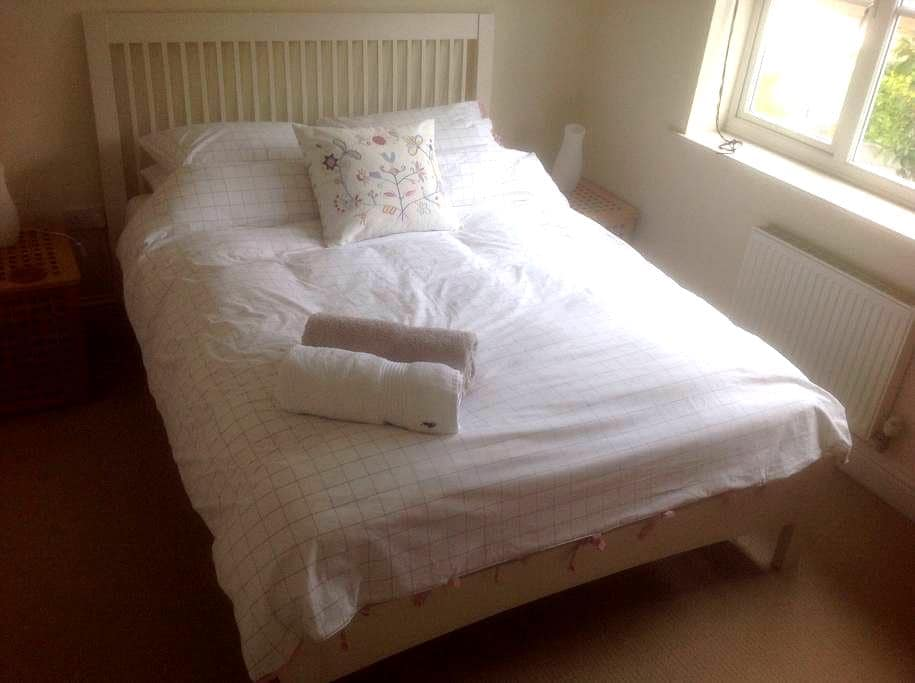 Warm, sunny room for single person - Derby