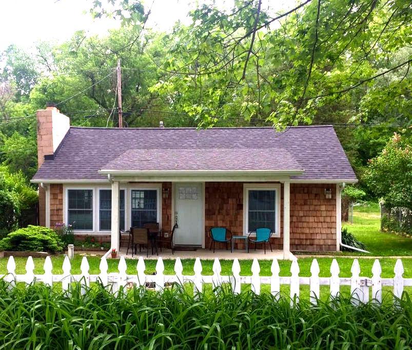 Adorable Clarklake Cottage - Prime location MIS - Clarklake