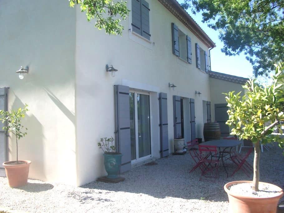 Villa avec grand jardin - Saint-Séries - 別荘