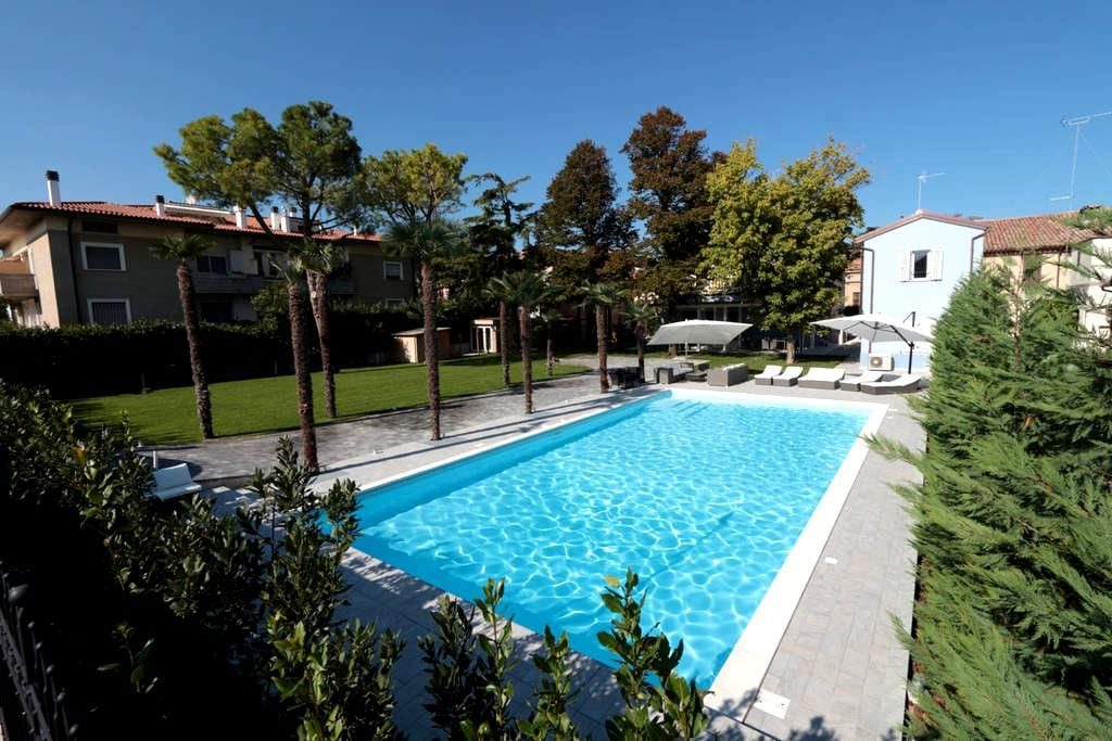 Modern Villa Giada with a swimming pool - ファーノ