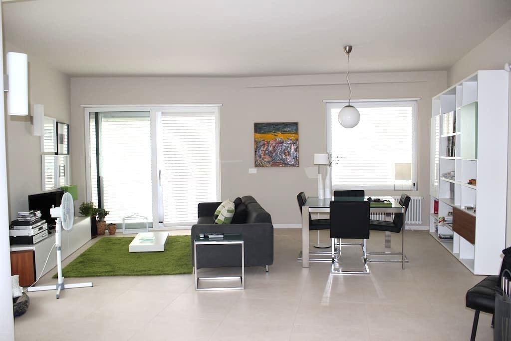 ELEGANTE APPARTAMENTO IN VILLA - Augusta - Apartment
