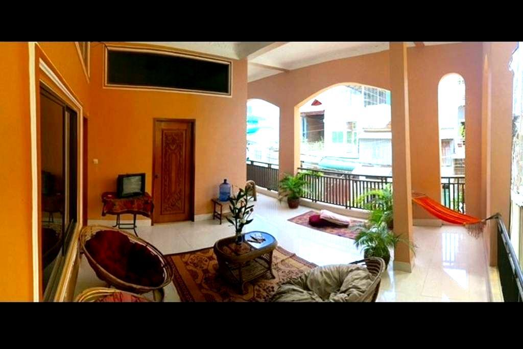 Lowest Budget Best Value / fan & AC _f5 #i - Phnom Penh - Apartment