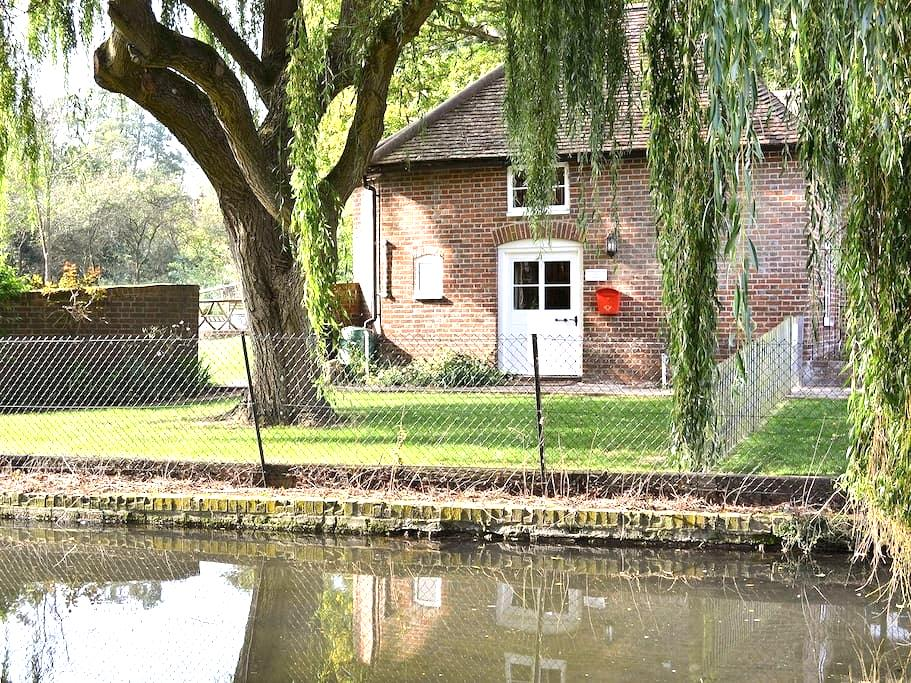 Weir Cottage at Leeds Castle - Maidstone - Rumah