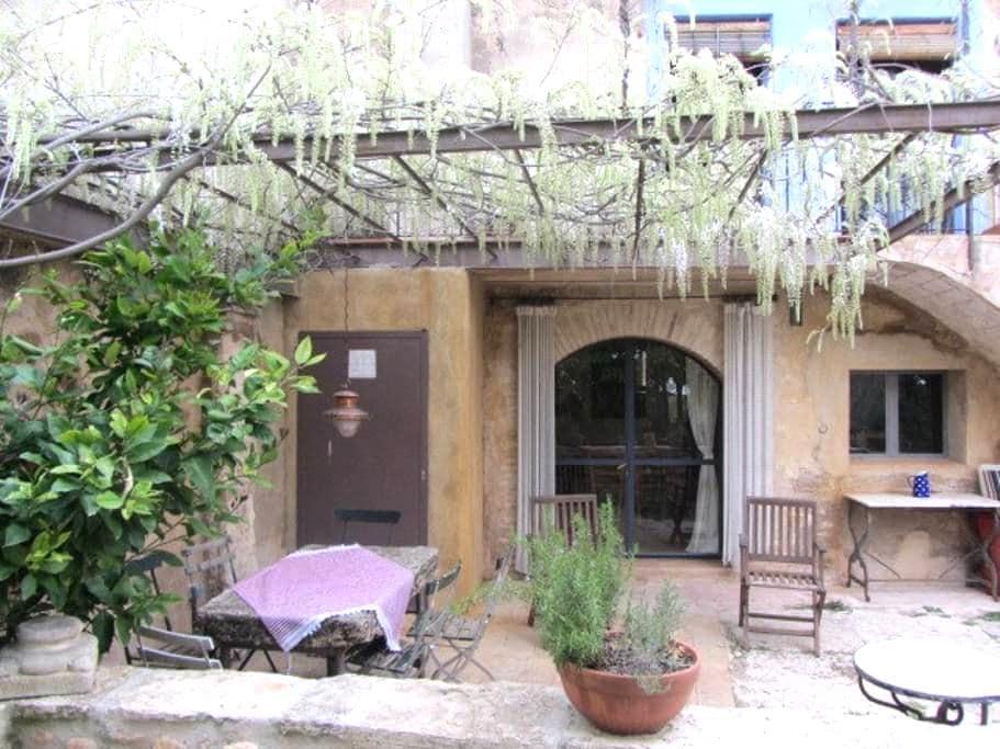 Antiguo pajar reformado en aldea - Esponellà