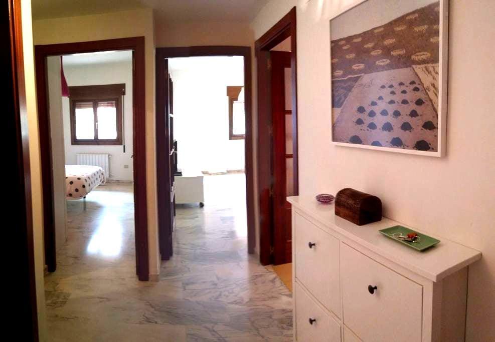 Apartamento nuevo con garaje. - Mérida - Apartament