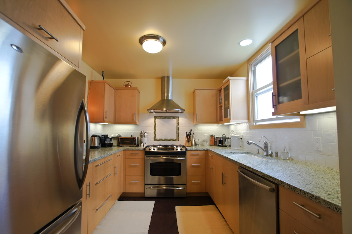 Chef's kitchen with all the amenities including all clad pots n pans and many other gadgets.