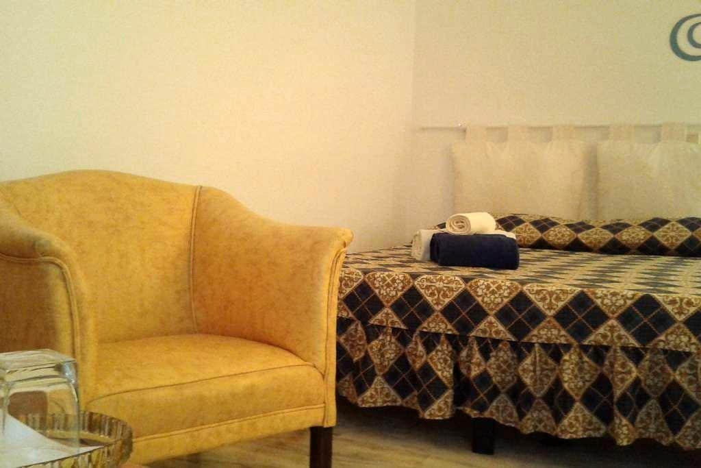 Francesca's Room Sole - Castillo del Romeral