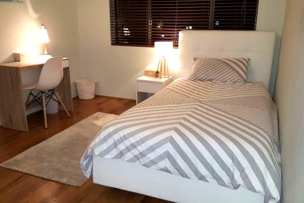 Warm, cosy and bright Room! - Marsfield
