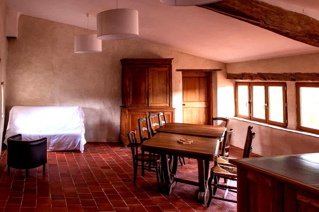 500 years old house, 4th floor - Céreste - House