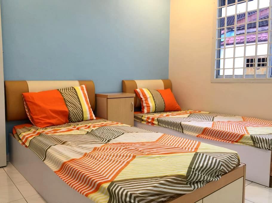 Budget Twin beds Room 经济双床房(PW3) - Ulu Tiram - Townhouse