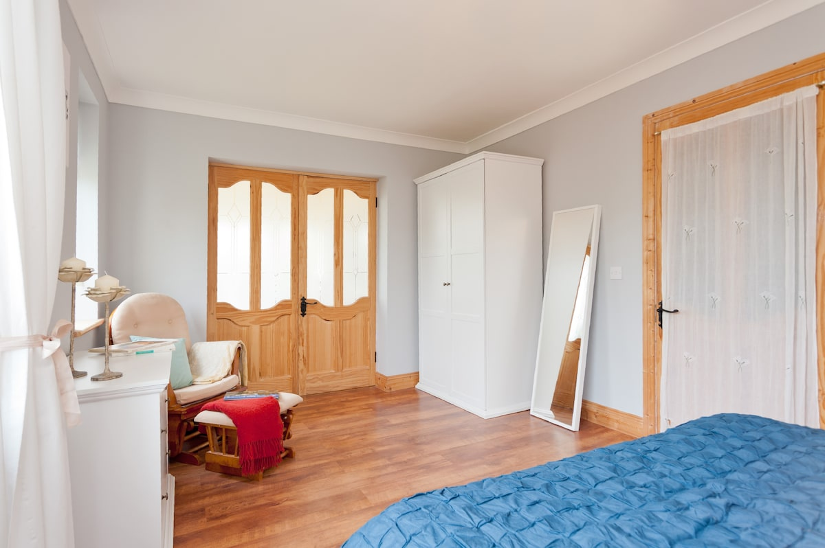 Large room can accommodate an extra single or double bed if you require.