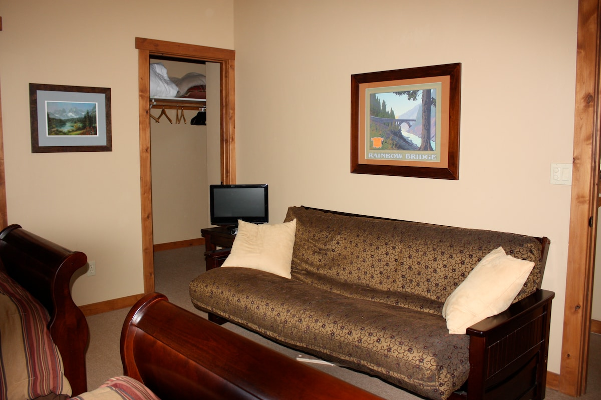 The upstairs bedroom with the two beds and futon.