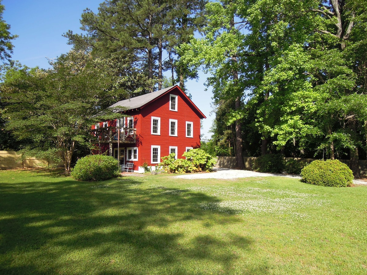 Rustic Barn with Neuse River Access