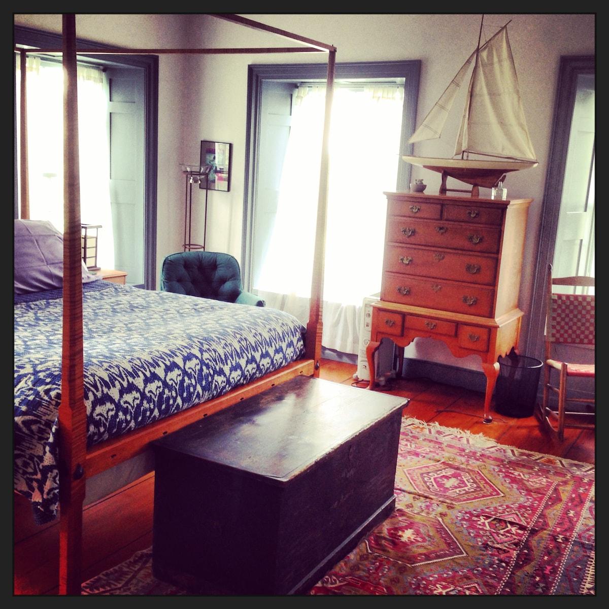 Aria B&B Master Bedroom - Queen Bed