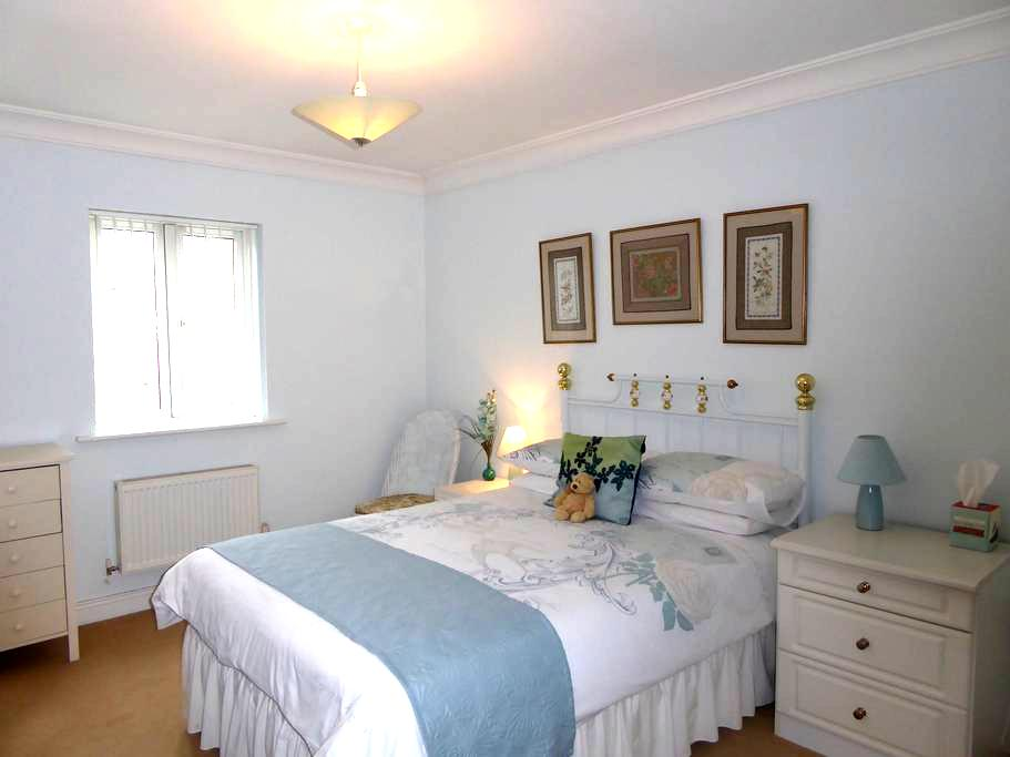En-suite Double - Jade Room - Angmering - Rumah