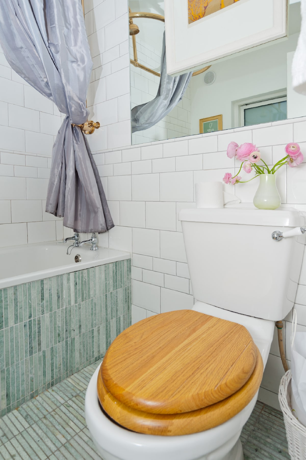 Your bathroom, exclusively yours for  your stay, I have an ensuite upstairs. Constant hot water, marble floor,brass fittings and a generous bath tub :)