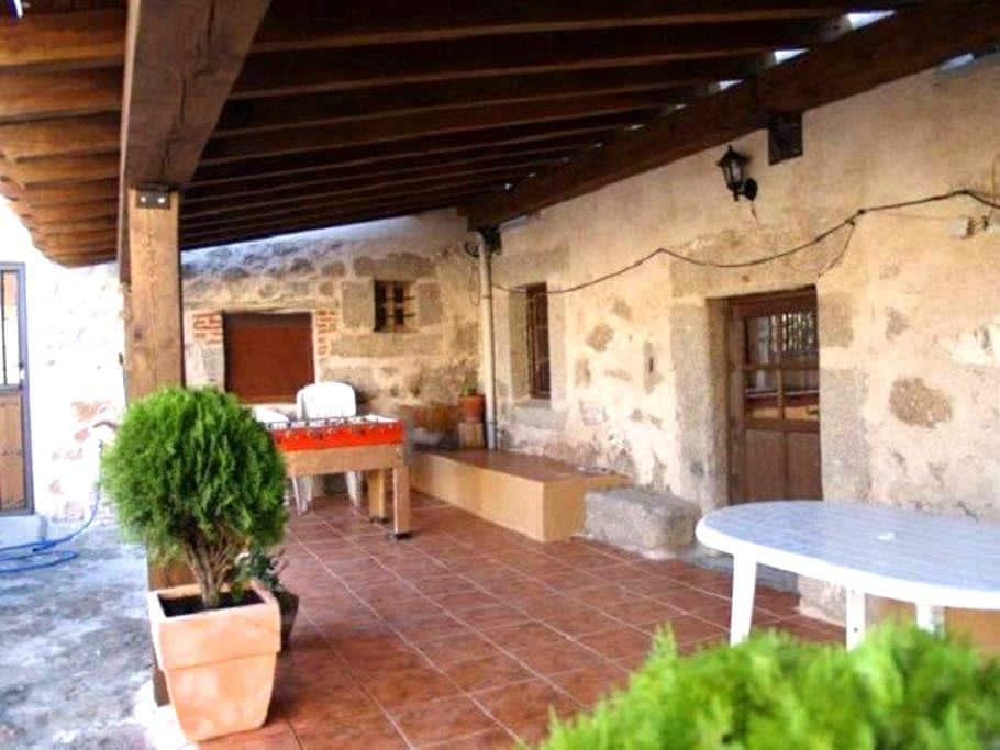 Reloj con piscina cubierta - Ávila - Hus