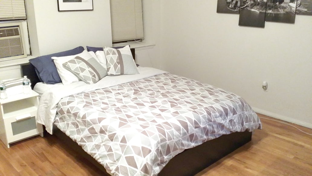 Queen size bed with comforter. Clean linens included on every stay.