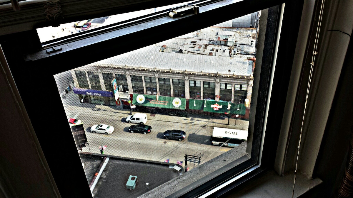 Clear view of Division Street from my place. You can see Mother's, Butch McGuire's and Shenanigans. High enough that noise is not a problem ;-)