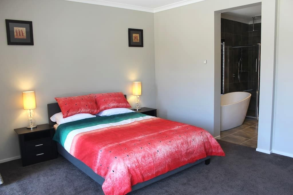 Location & Quality, 10m to Airport, Netflix, Pool - Greenvale - Dom
