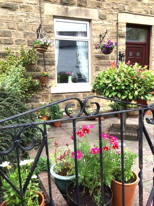 Quirky, dog friendly, stone cottage - Wolsingham - House