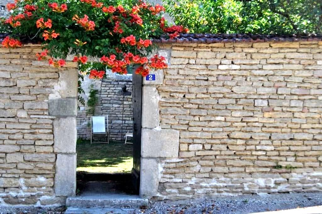 Charming 17th cent. home Bourgogne - Chassignelles - Σπίτι
