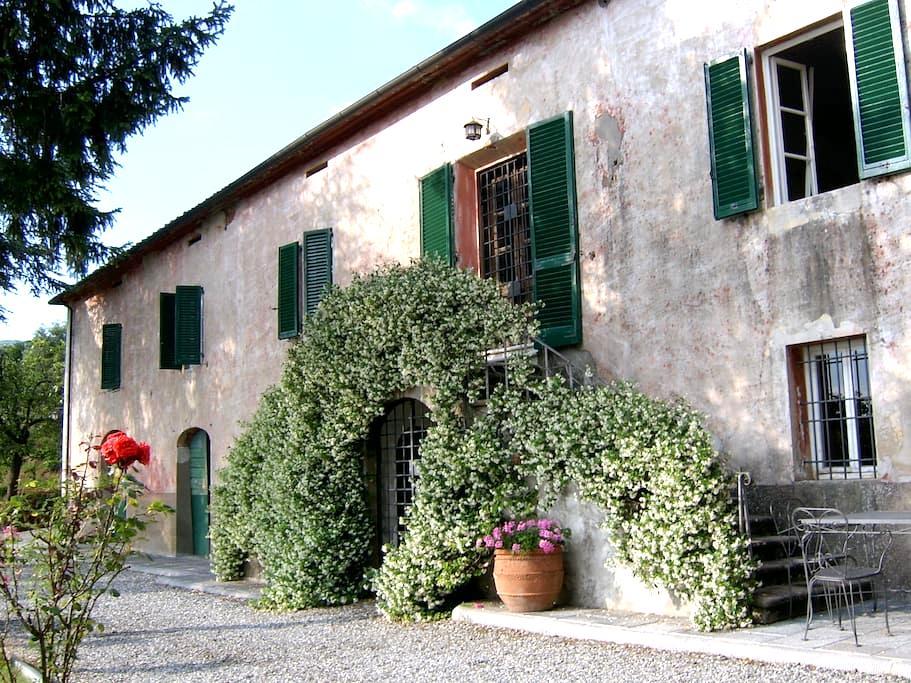 Tuscan villa with sweeping views - Capannori