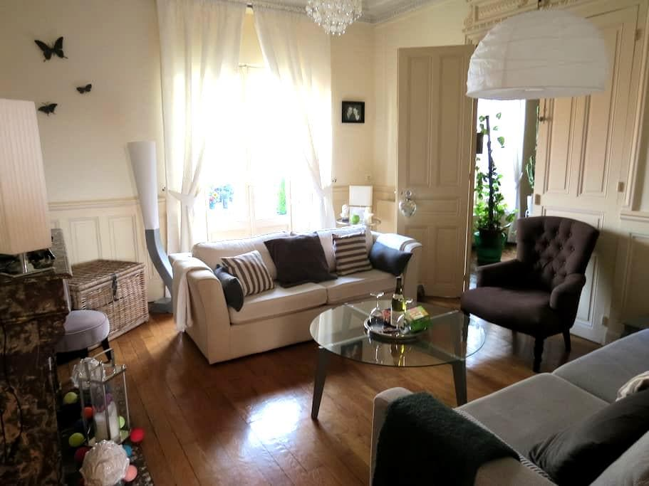 Appartement à  2 mn à pied du coeur de la ville - Chalon-sur-Saône - Appartamento