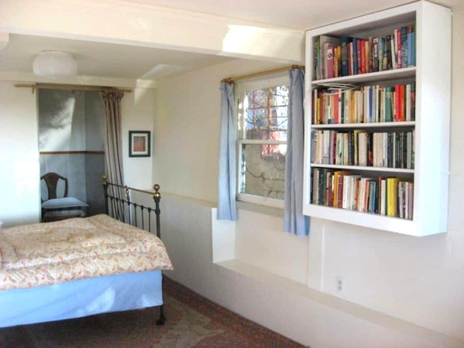 Self-Contained Bedroom and Bathroom - Kensington - Ház