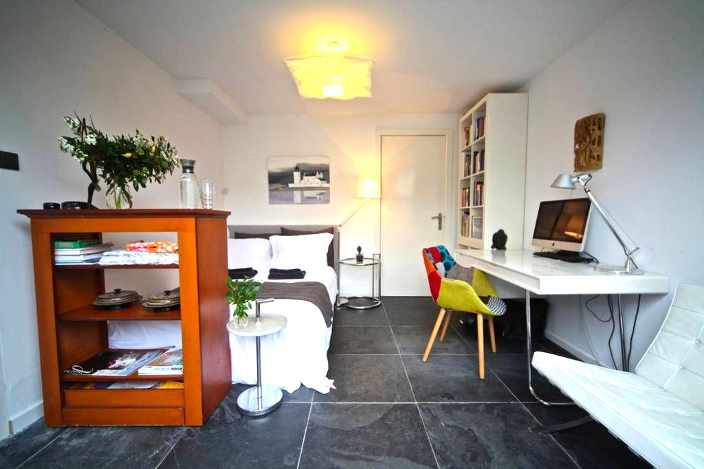 Charming Bedroom ensuite nr. Leiden - Oegstgeest - Dům
