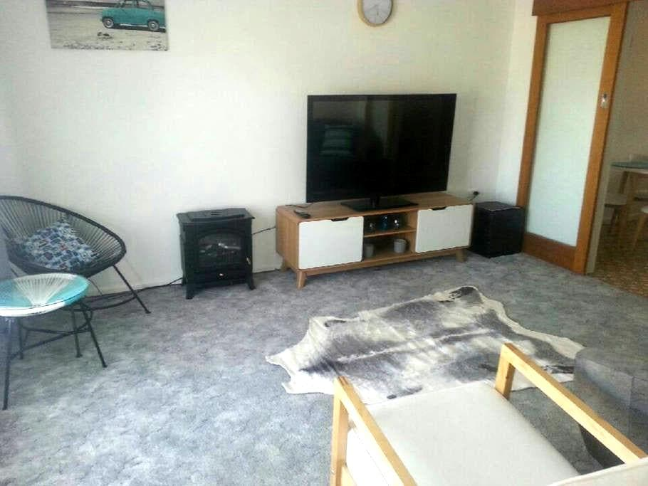 Quiet Central Accommodation - Mount Gambier - Apartment