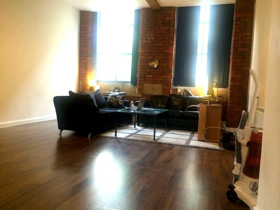 Spacious room in city centre flat. - 布拉德福德(Bradford) - 公寓