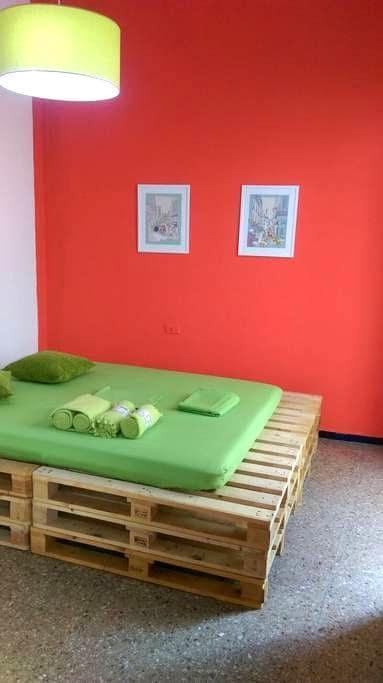 Pallets House, double bed - Santa Cruz de Tenerife - Huis