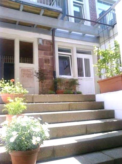 Schöne voll möblierte 3-Zimmer-Wohnung - Baden-Baden - Apartemen