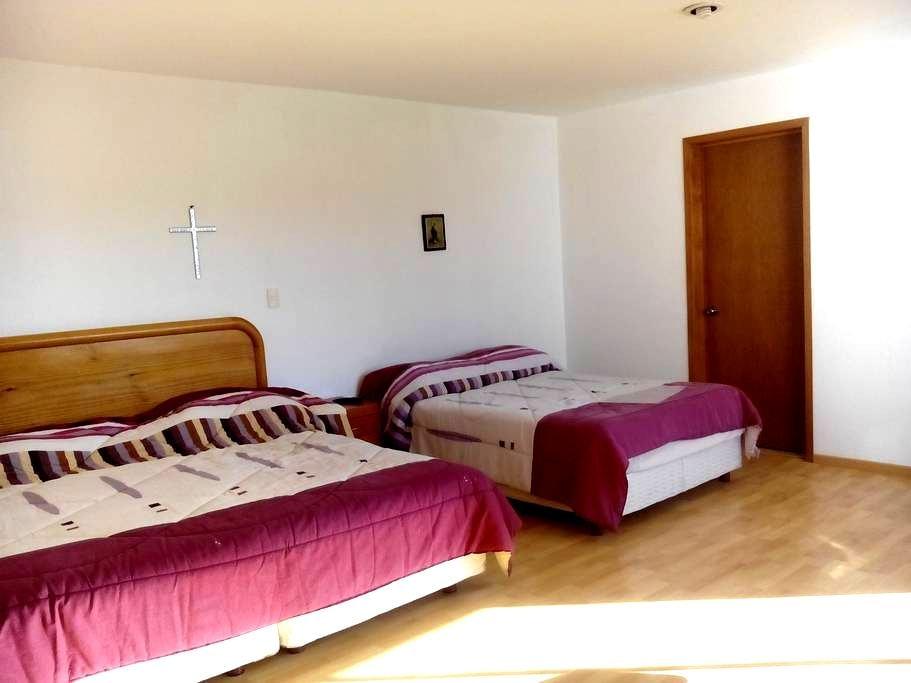 Habitacion privada, 2 camas y baño completo - Juriquilla - Haus