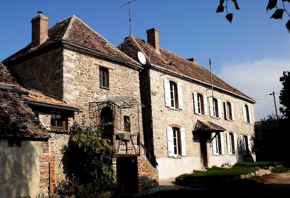 Sérénité dans une ferme en pierre du XVIIème - Villebougis - House