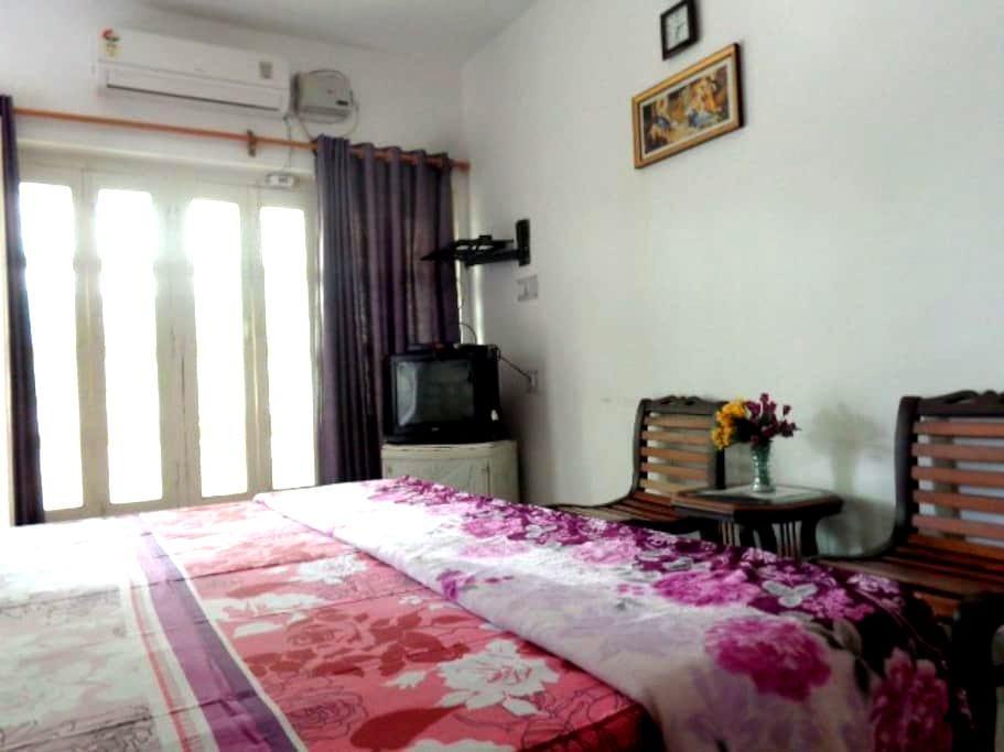 Sri Radha Krishna Kunh Homestay 102 - Agra - Wikt i opierunek