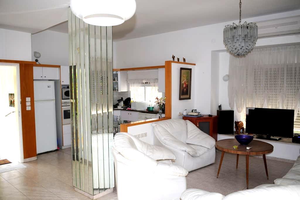5' to Beach -Cozy Quite Comfy  Large 4 BdRooms Apt - Kiryat Bialik - Wohnung