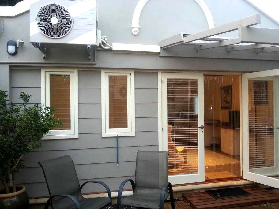 Modern Serviced Studio - East Fremantle - Apartament