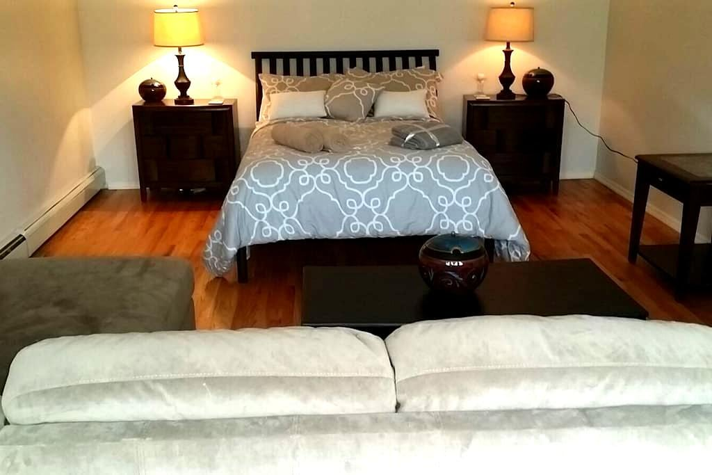 Charming Spacious private room - Center Moriches - Talo