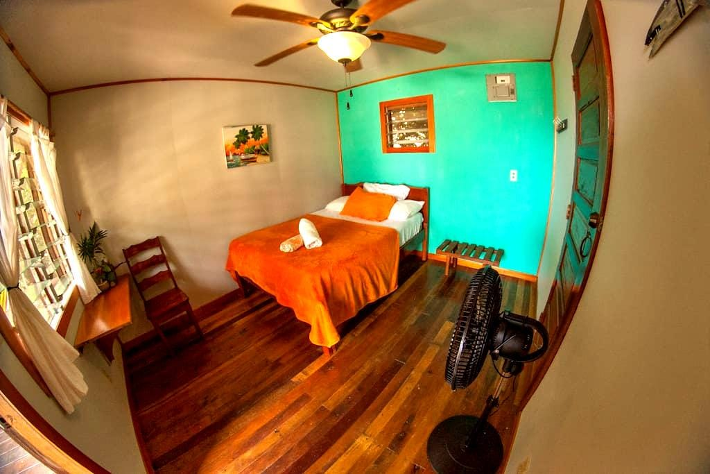 Ocean View cabana Rm w/ attached kitchen - Hopkins - Bed & Breakfast