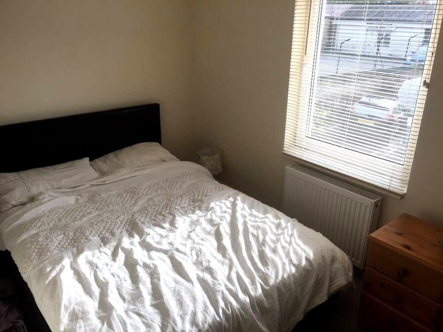 Private, secure, en-suite room town centre - Swindon - Haus