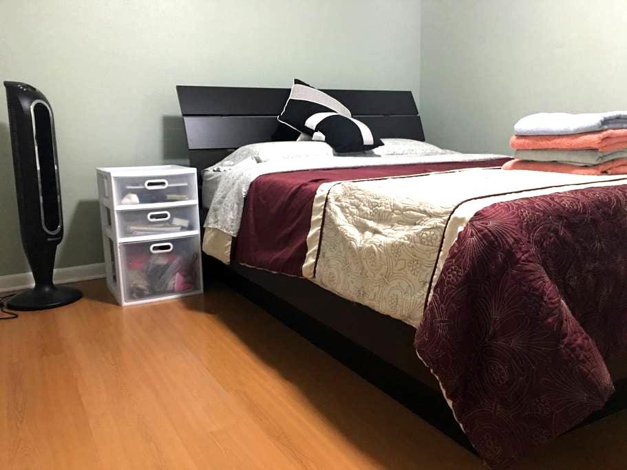 Westbank Modern Cozy room w/ Memory Foam Bed - Terrytown - Dom